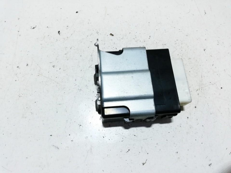Toyota  RAV-4 Wiper wash control (wiper relay)