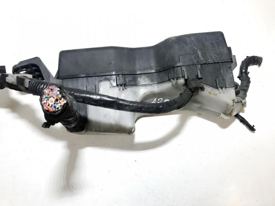 used used fuse box toyota corolla 2003 2 0l 12eur eis00580481