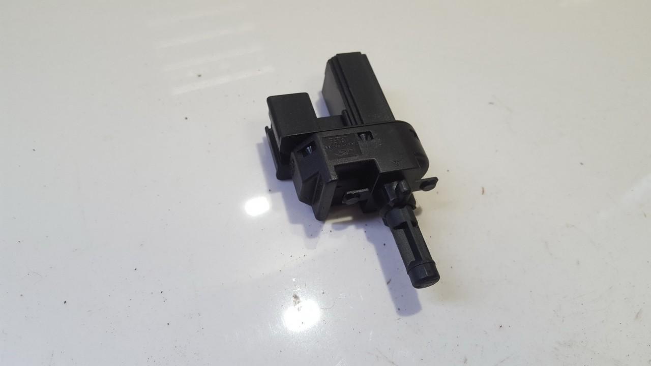 Stabdziu zibintu daviklis (rele-varlyte) 4M5T7C534AA 4M5T-7C534-AA Ford FOCUS 2000 1.8
