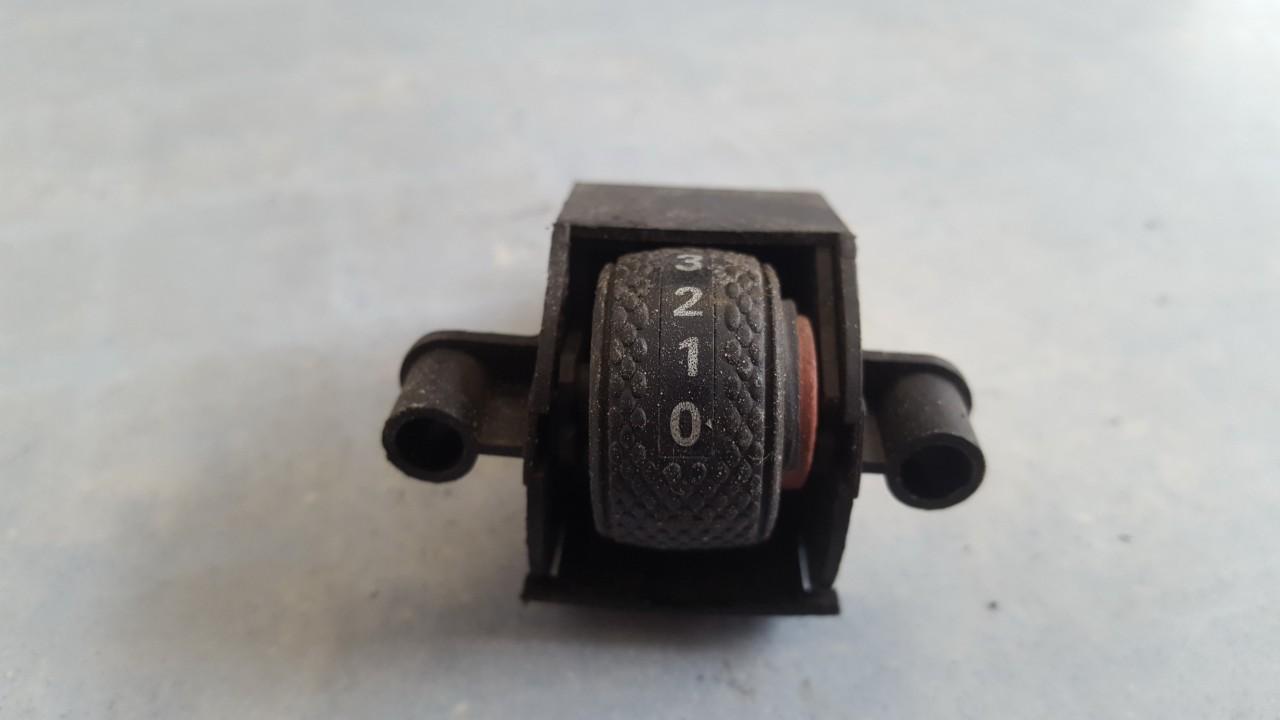 Fiat  Brava Zibintu aukscio reguliatoriaus mygtukas