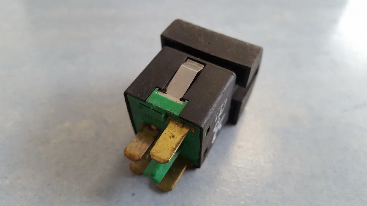 Galinio lango uzuolaidos mygtukas Opel Omega 1996    0.0 90457335