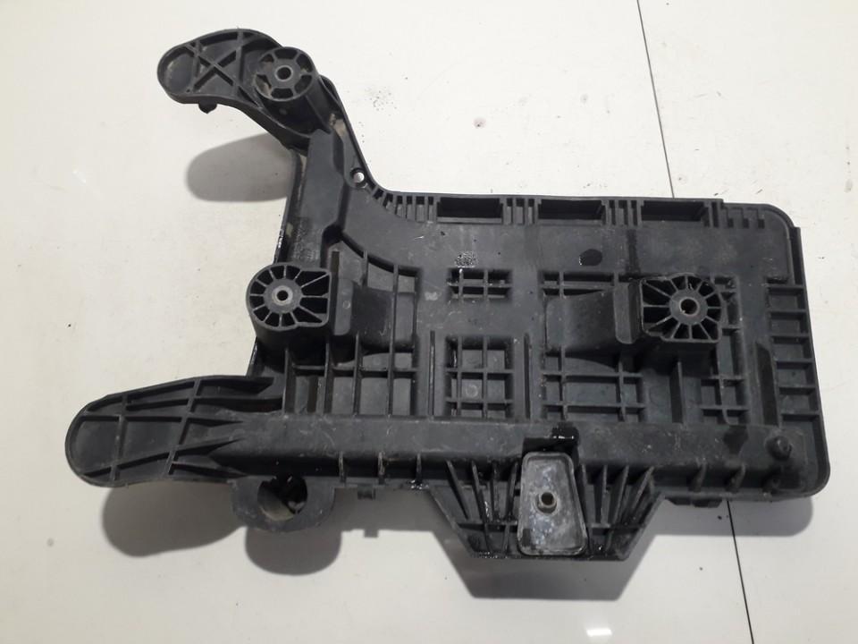 1K0915333B 1K0915333-B Baterijos - akumuliatoriaus deze Audi A3 2005 0.0L 14EUR EIS00666264