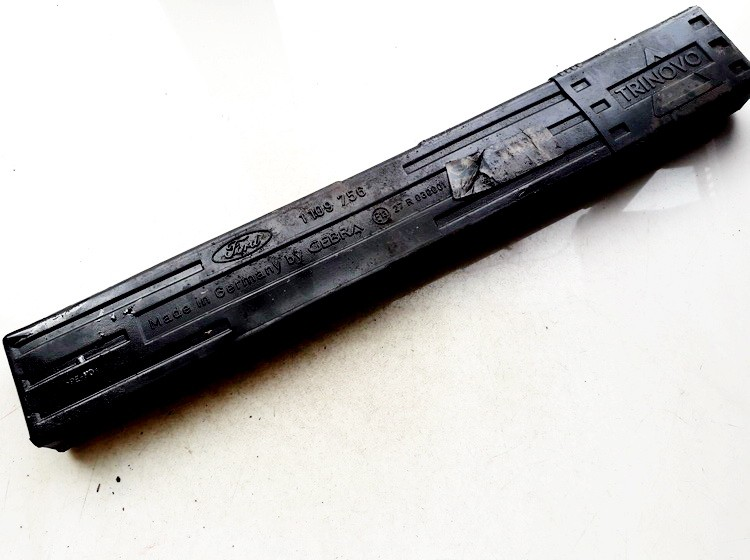 Ispejamasis trikampis (avarinio zenklas) 1109755 USED Ford FOCUS 2002 1.6