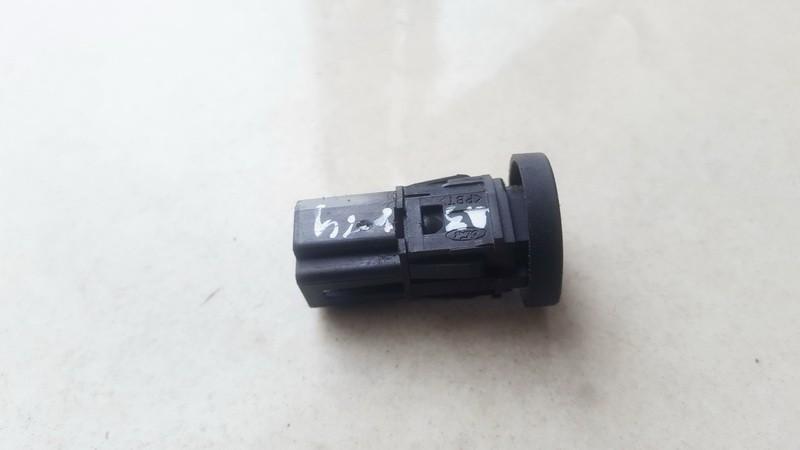 Galinio dangcio stiklo atidarymo mygtukas Ford Fusion 2002    1.4 USED