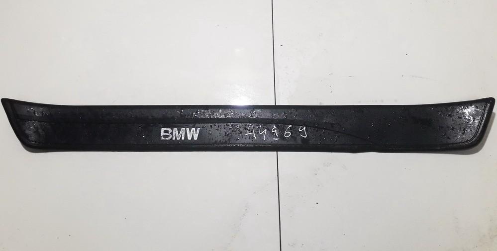 Slenkscio moldingas priekinis BMW 3-Series 2008    2.0 51477060279