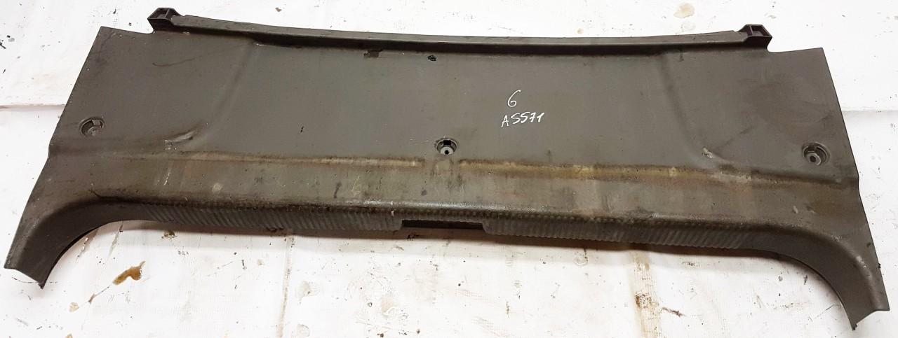 Audi  A2 Bagazines vidine apdaila prie spynos