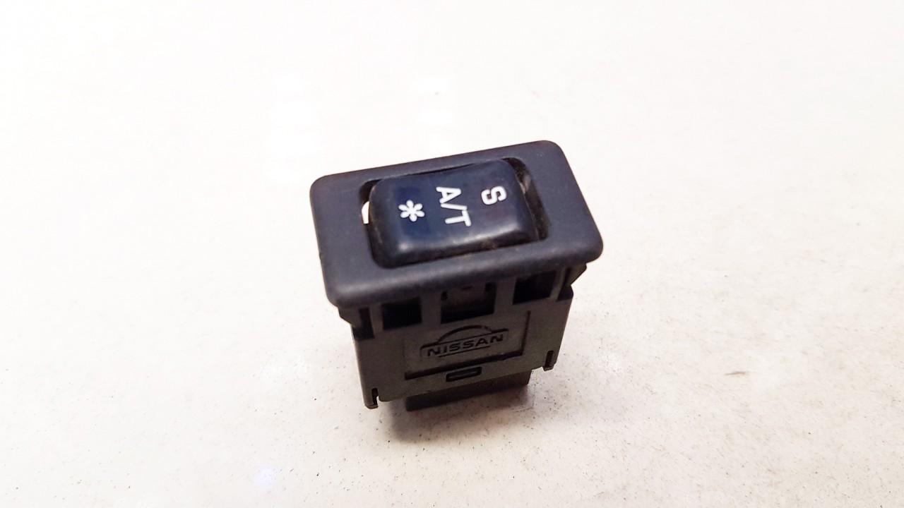 Kondicionieriaus mygtukas Nissan Primera 1995    2.0 USED