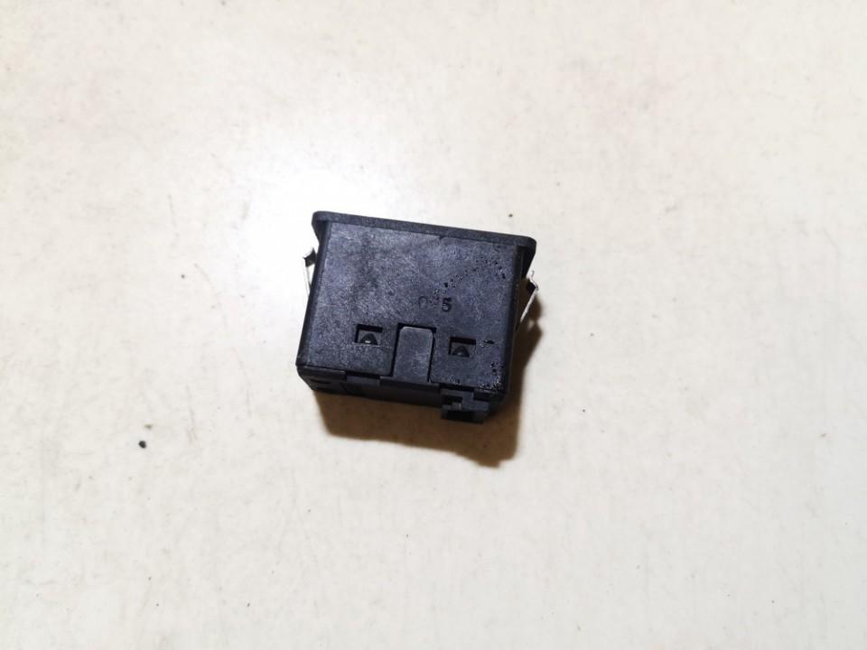 USB-AUX-Ipod jungtys BMW 1-Series 2005    0.0 6131693056102
