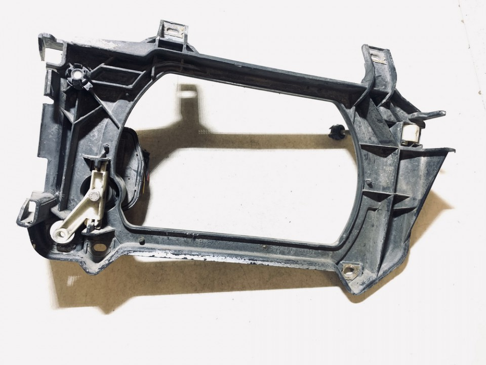 Priekinio zibinto laikiklis P.D. Volkswagen Transporter 1993    0.0 13635200