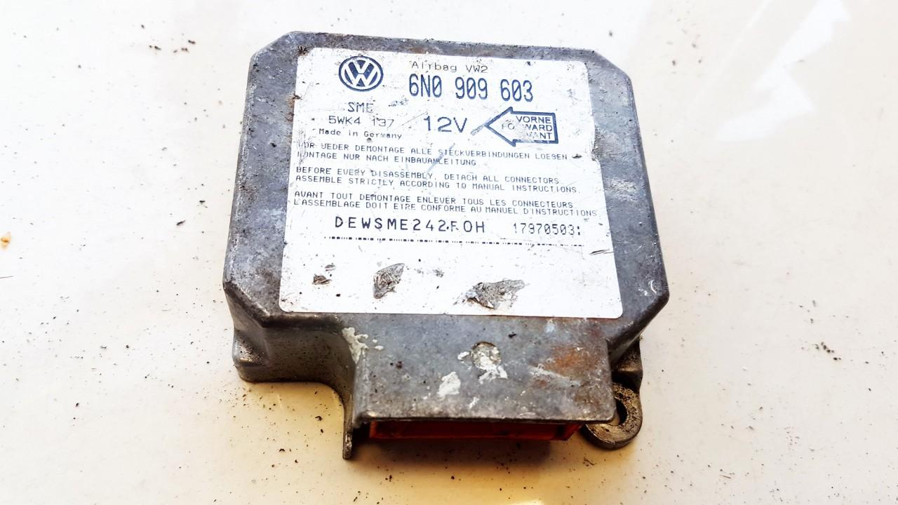 Volkswagen  Golf SRS AIRBAG KOMPIUTERIS - ORO PAGALVIU VALDYMO BLOKAS