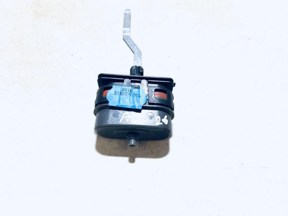 Duru uzrakto vakuumine pompele Mercedes-Benz E-CLASS 2000    0.0 9061821272