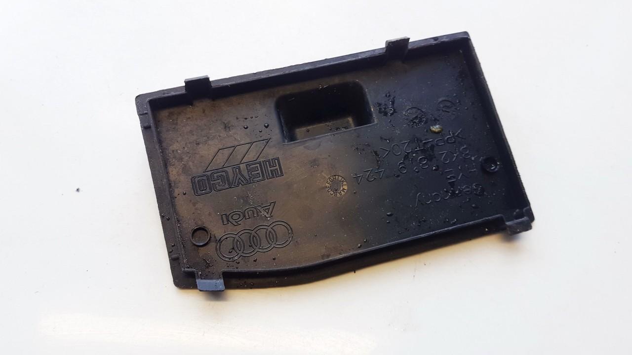 Baterijos - akumuliatoriaus dangtelis Audi A5 2010    2.0 8K2819424