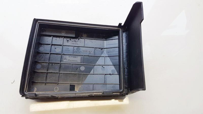 Baterijos - akumuliatoriaus dangtelis Volkswagen Caddy 2014    2.0 1K0937132F