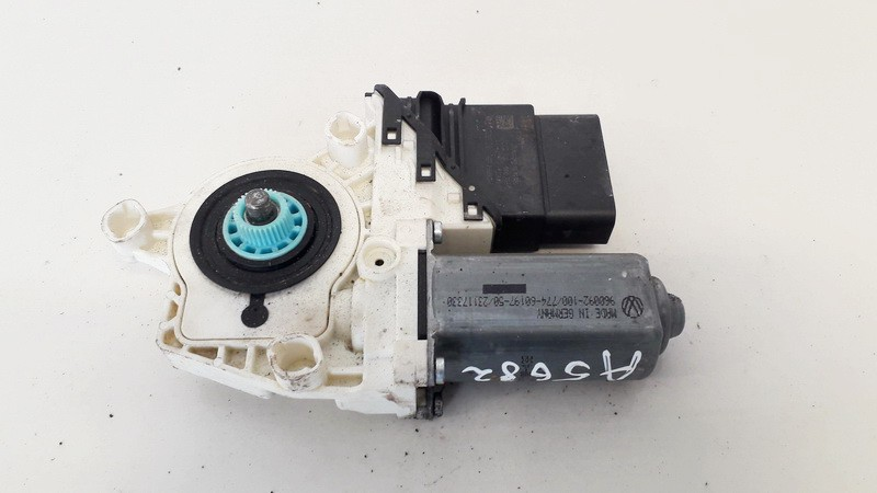 Duru lango pakelejo varikliukas G.D. Volkswagen Golf 2008    1.9 0536006001