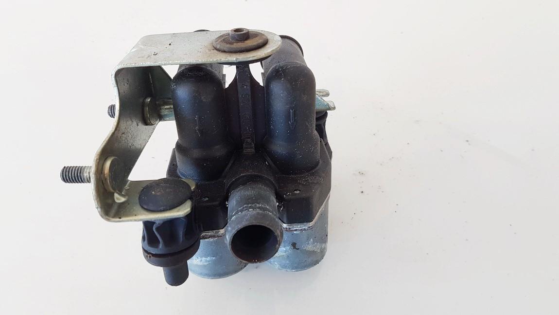 Tosolo peciuko voztuvai (vandens voztuvas) (kiausiniai) Mercedes-Benz C-CLASS 1996    2.2 0018303484