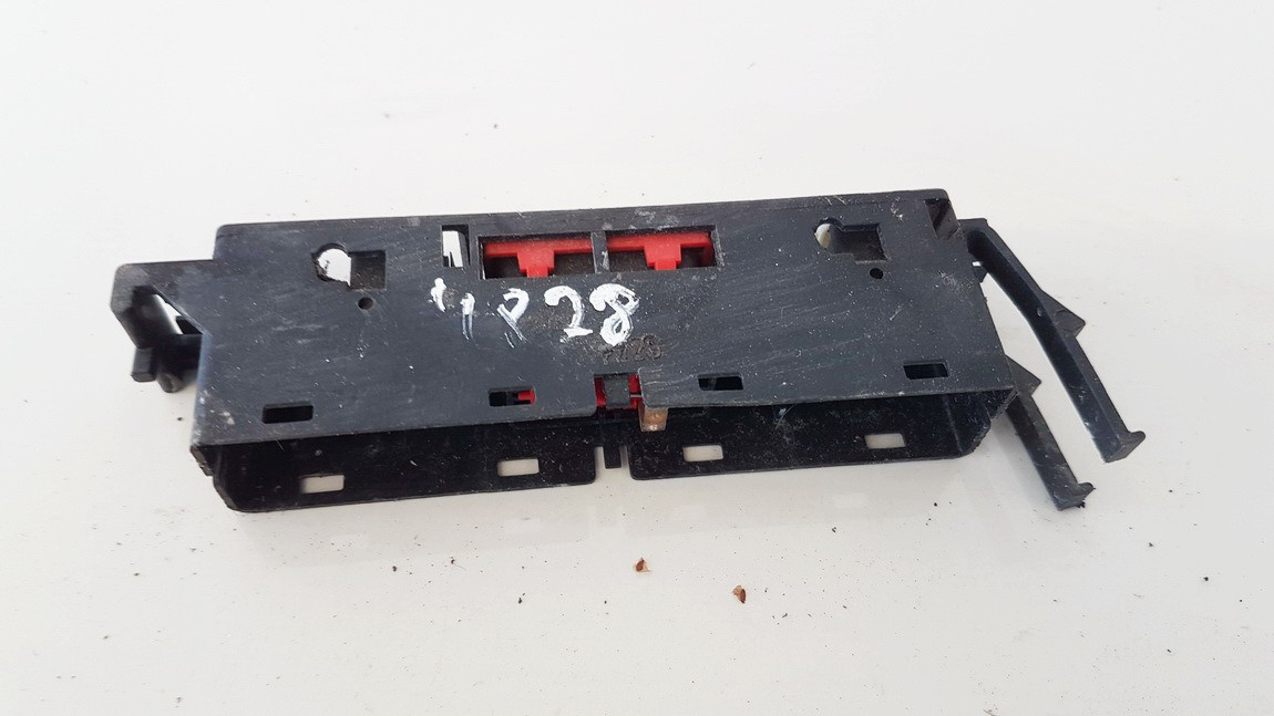 Door central locking lock switch control (DOOR LOCK SWITCH) Toyota Previa 2003    2.0 USED