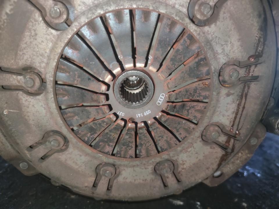 Sankabos komplektas Volkswagen Passat 2001    2.5 059141031