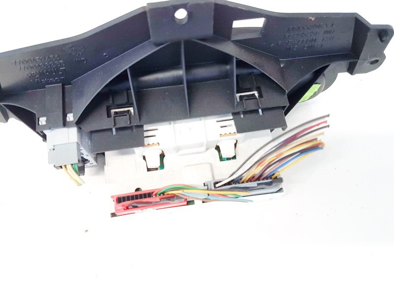 Dashboard Radio Display (Clock,Info Monitor,BORD COMPUTER) Renault Megane 2001    1.4 P8200028364A