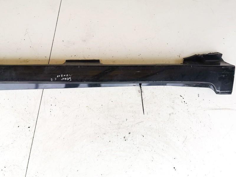 Plastmasinis slenkstis desinys Toyota Avensis 2010    2.0 USED