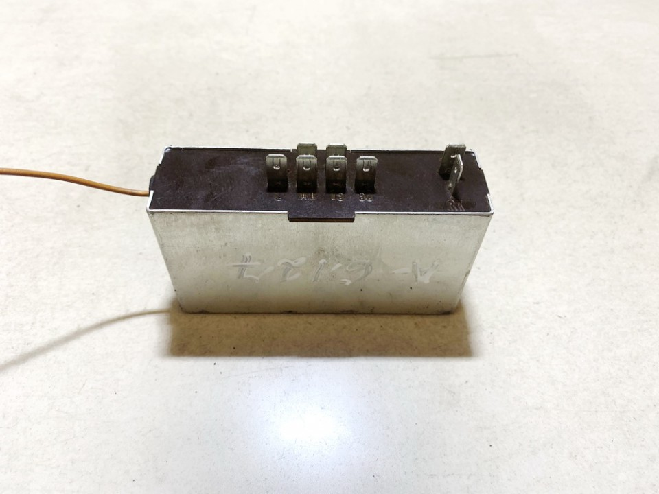 Glow plug relay Truck - MAN 8.163 1998    4.6 81259020465