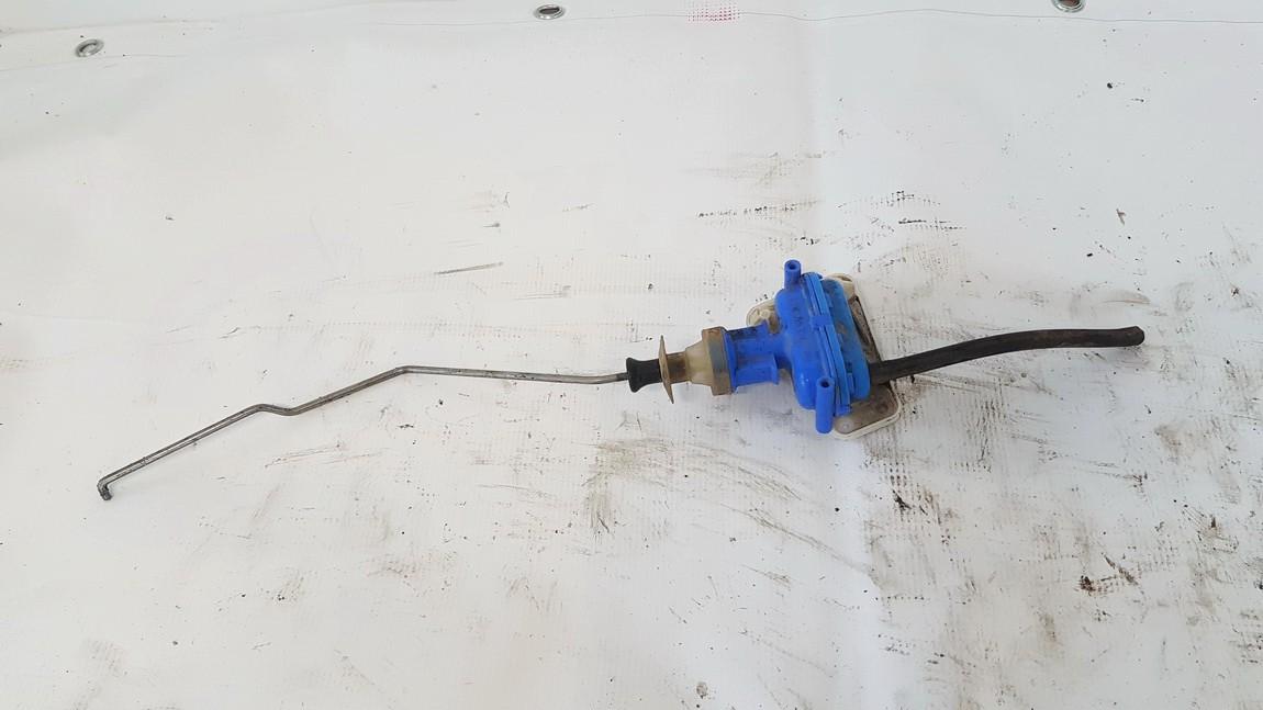 Duru uzrakto vakuumine pompele Audi 80 1987    1.8 893862153d