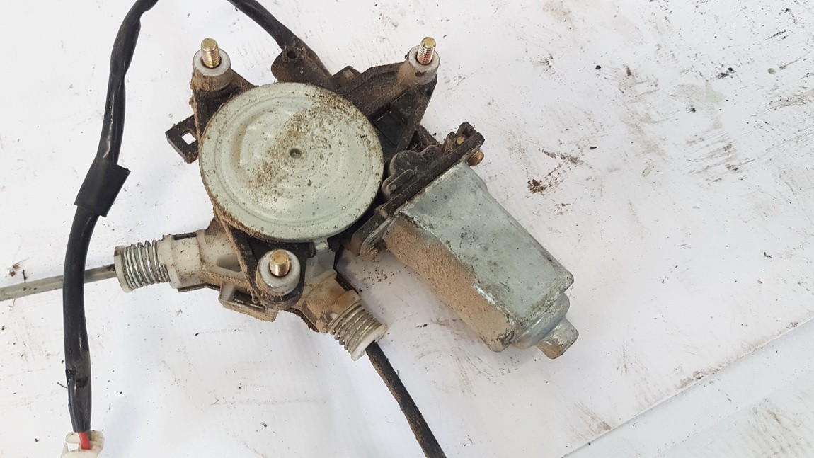 Duru lango pakelejo varikliukas G.D. Mazda MPV 1999    2.0 8621003911