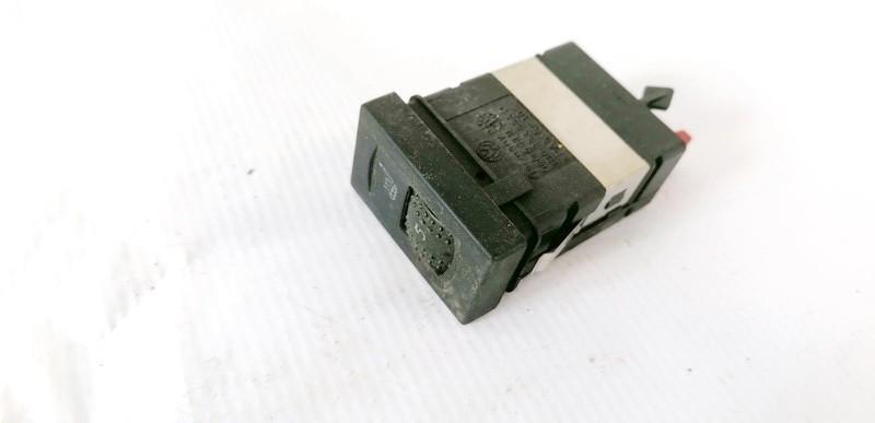 Sedyniu sildymo mygtukas Volkswagen Passat 2001    2.5 3B0963563D