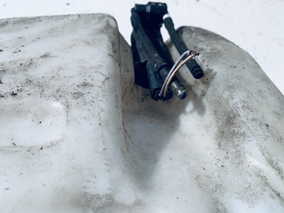 Windshield Windscreen Washer Pump Renault Laguna 2002    1.8 used