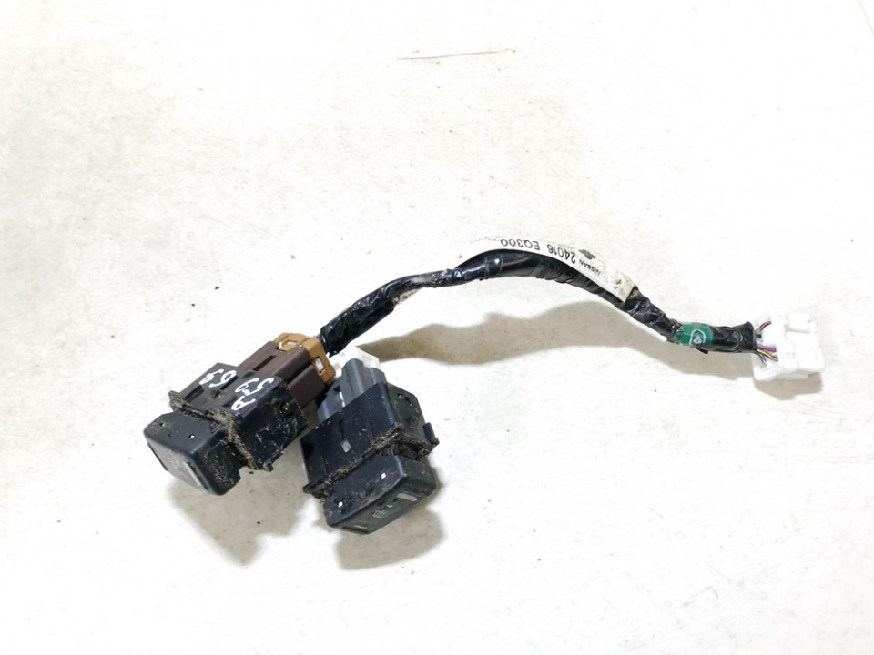 Sedyniu sildymo mygtukas Nissan X-Trail 2005    2.2 24016eq300