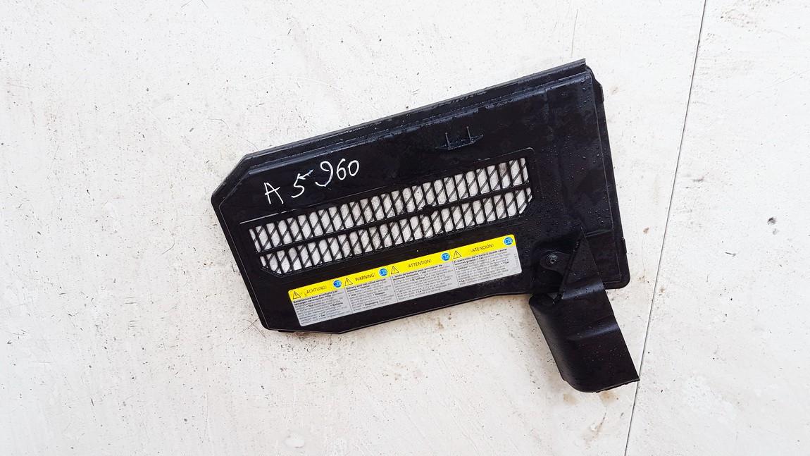 Baterijos - akumuliatoriaus dangtelis Porsche Cayenne 2003    4.5 7L0864643B