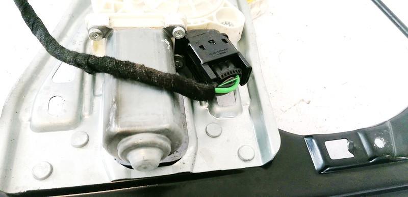 Duru lango pakelejo varikliukas P.K. Mercedes-Benz C-CLASS 2007    1.8 A2037202946