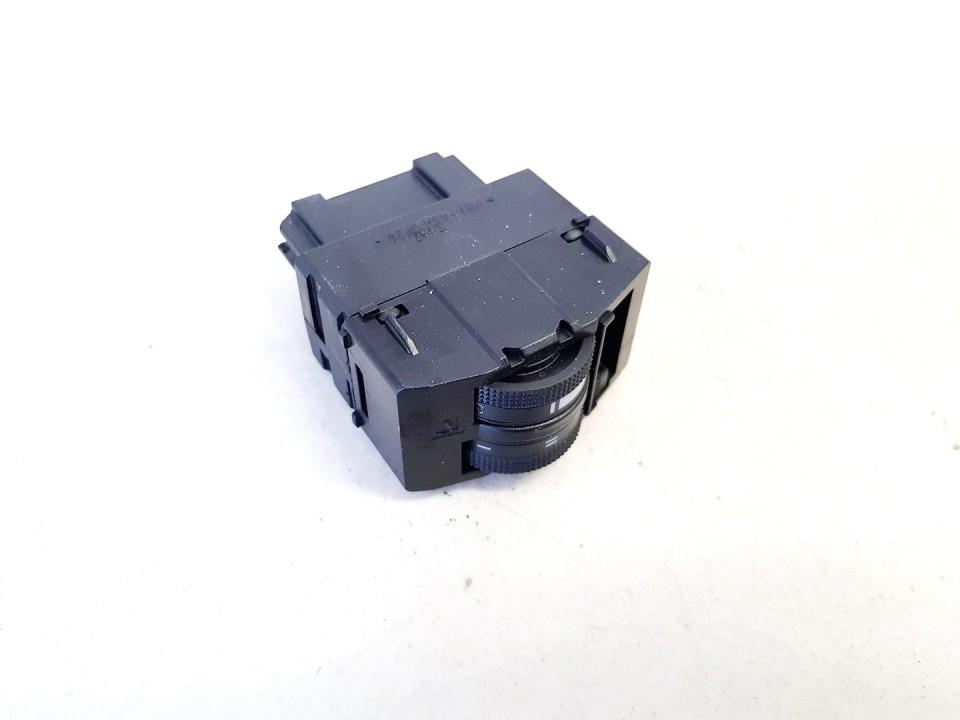 Zibintu aukscio reguliatoriaus mygtukas Audi A6 1997    1.8 used