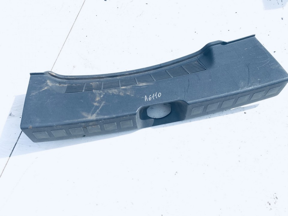 Bagazines vidine apdaila prie spynos Mitsubishi Colt 2005    1.3 mr951556
