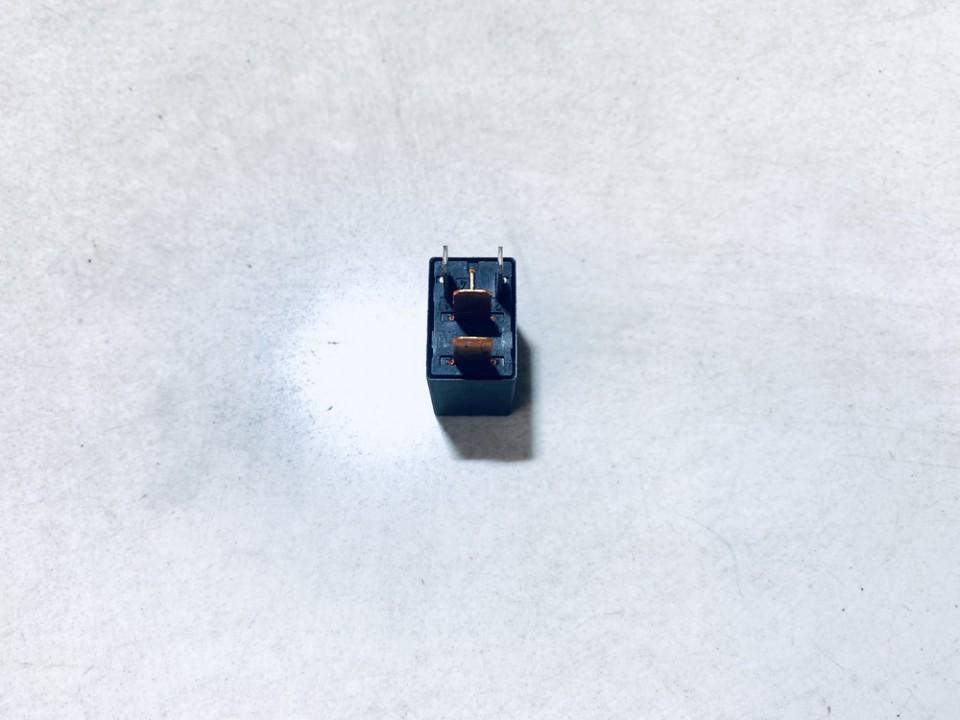 Relay module Mitsubishi Colt 2005    1.3 mb953382