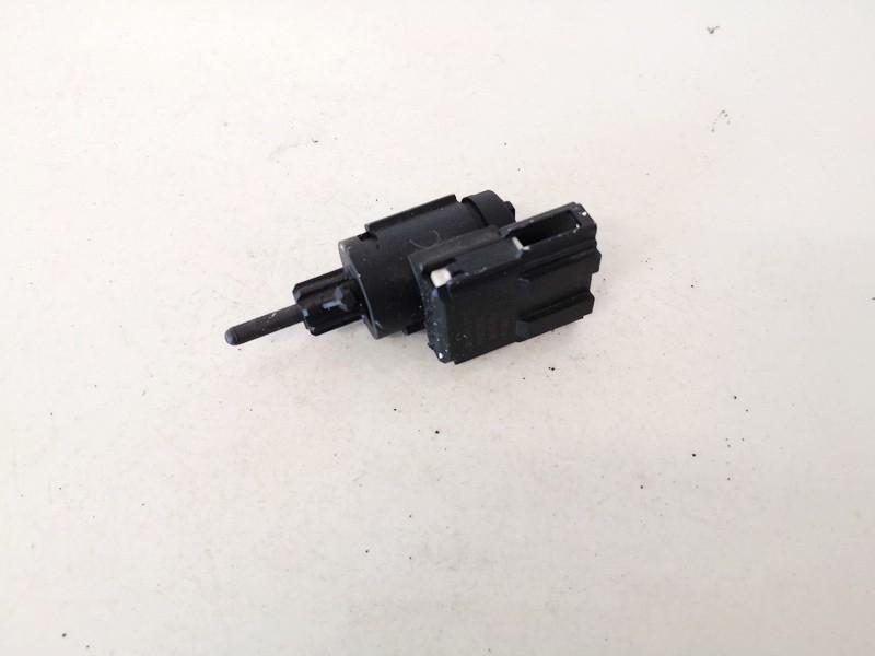 Stabdziu zibintu daviklis (rele-varlyte) Audi A4 2005    2.0 3b0945511c