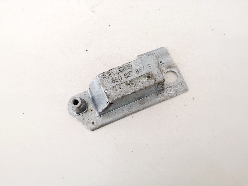 Other car part Audi A4 2005    2.0 8e0827657e