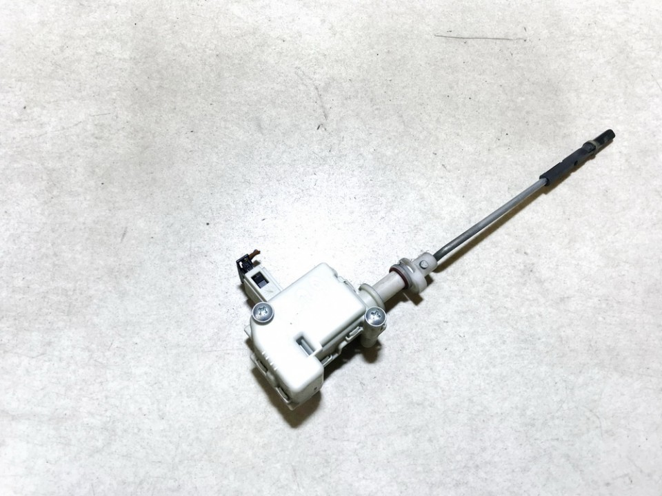 Kuro bako dangtelio varikliukas (uzrakto varikliukas) Volkswagen Golf 2001    1.9 1j6810773