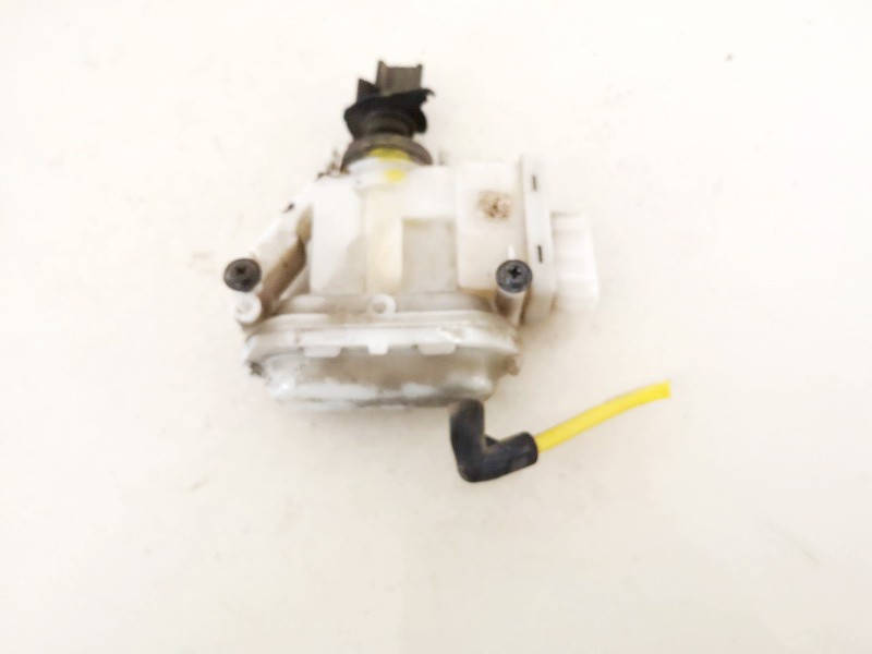 Duru uzrakto vakuumine pompele Volkswagen Passat 1994    1.9 357862158h