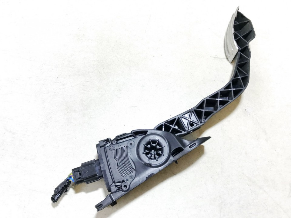 Accelerator throttle pedal (potentiometer) Volkswagen Passat 2001    2.5 8d1721523f