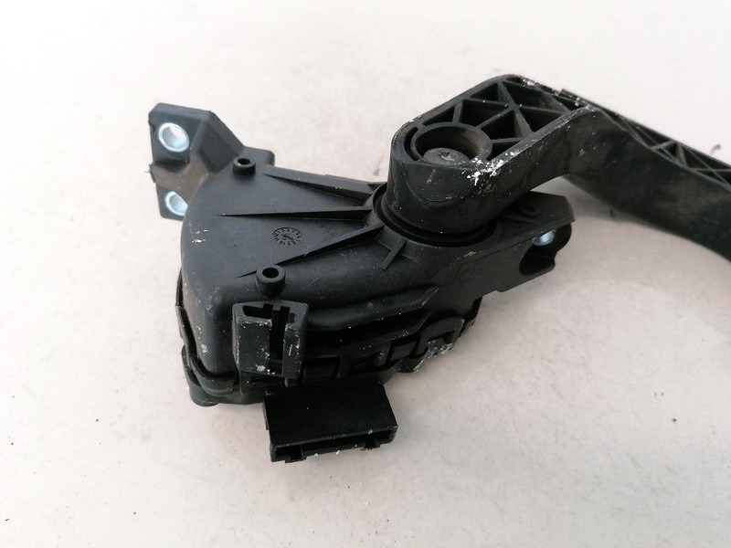 Accelerator throttle pedal (potentiometer) Volkswagen Passat 2002    1.9 8D1721523F