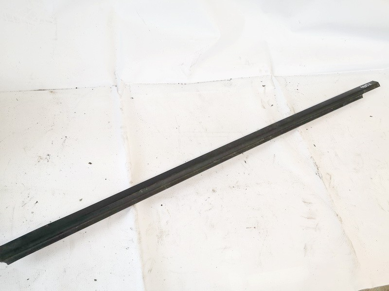 used used Glass Trim Molding-weatherstripping - front right side Volvo V40 1999 1.9L 9EUR EIS01079047