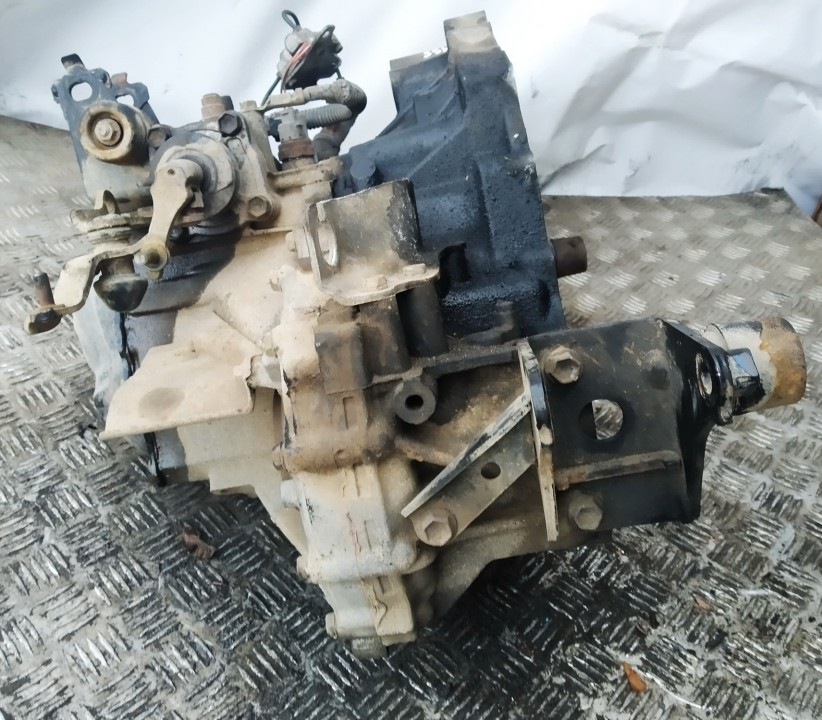 Gearbox Toyota Avensis 2005    2.0 used