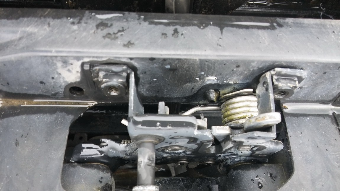 Audi  A6 Kapoto spyna