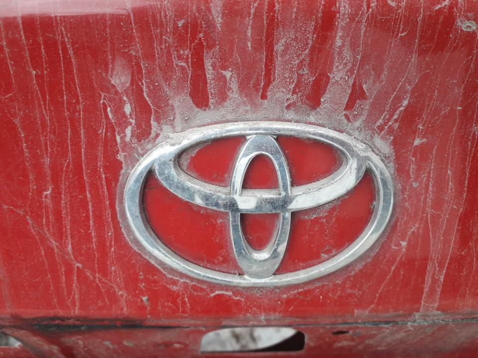 Galinis zenkliukas (Emblema) Toyota Avensis 1998    1.6 USED