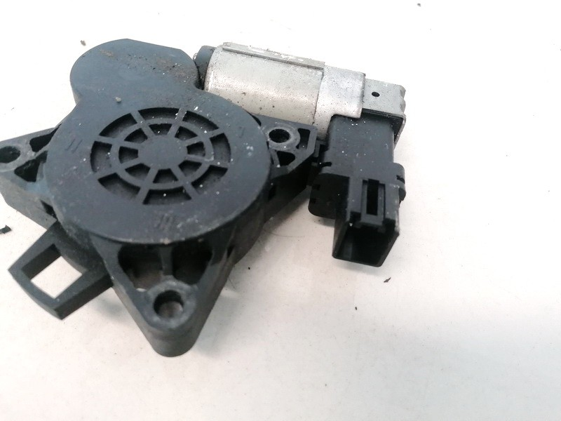 Duru lango pakelejo varikliukas G.K. Mazda 6 2003    2.0 GJ6A5858X