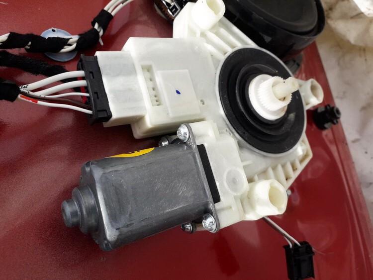 Duru lango pakelejo varikliukas G.K. Volkswagen Golf 2013    1.2 USED