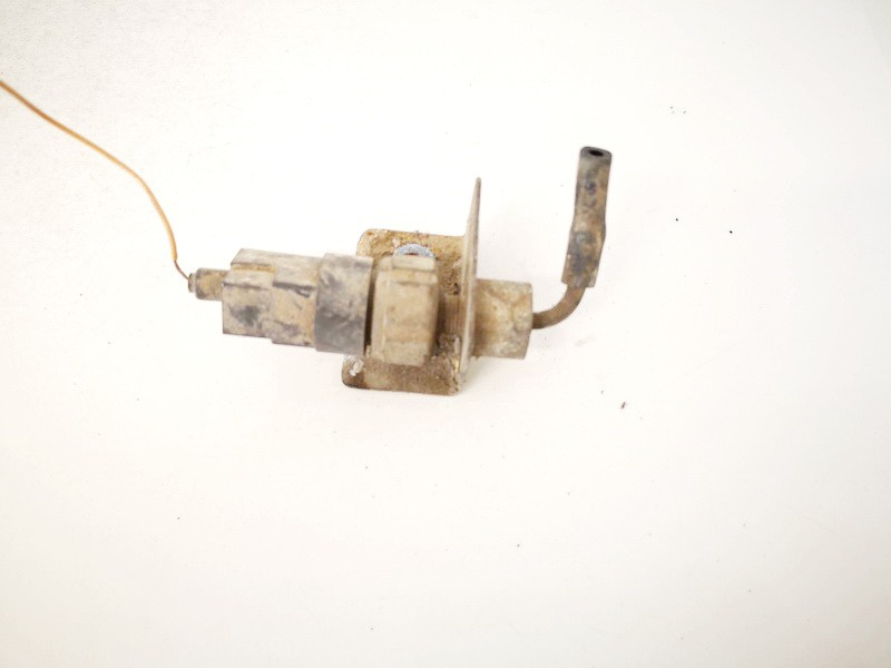 Pressure Switch, air conditioning AC Pressure Switch Control Nissan Navara 2001    2.5 used