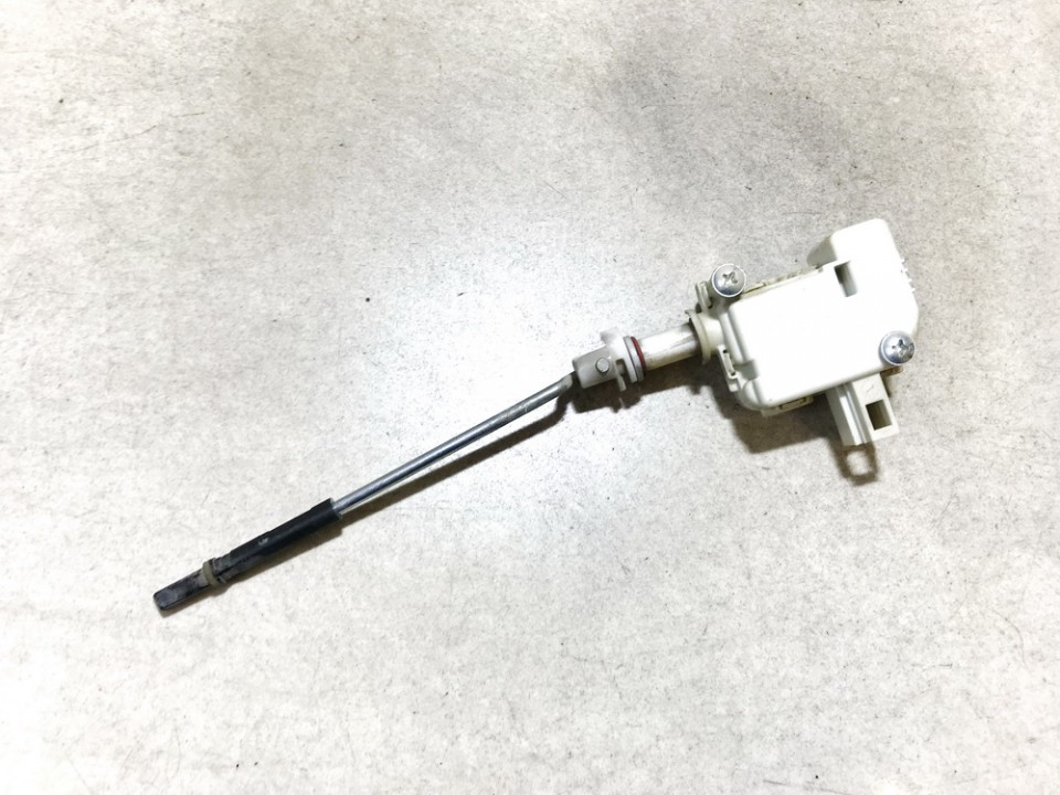 Central locking motor Volkswagen Golf 2001    1.9 1j6810773