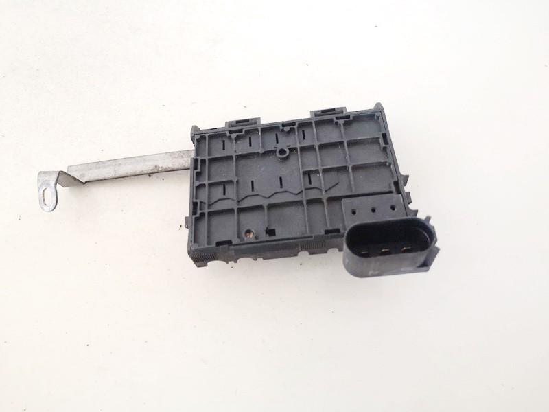 Akumuliatoriaus klemas (kontaktai) Volkswagen Golf 1998    1.9 used