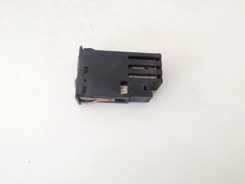 Sedyniu sildymo mygtukas BMW 5-Series 1998    0.0 61318352259